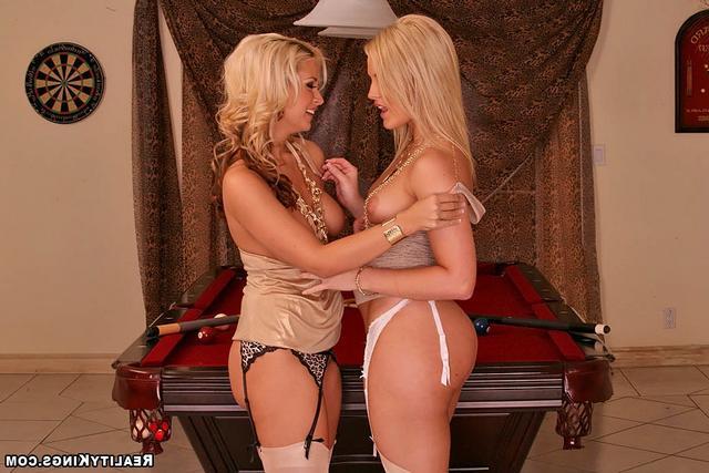 Смотреть Приятные блондинки онлайн
