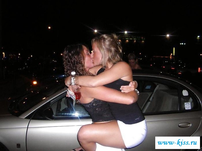 Смотреть обнаженные целуются онлайн