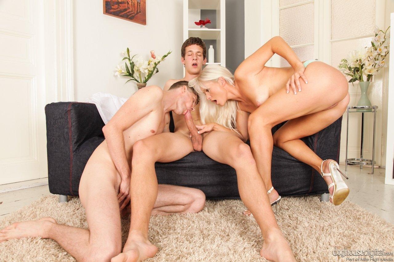 Смотреть Бисексуальные пацаны онлайн